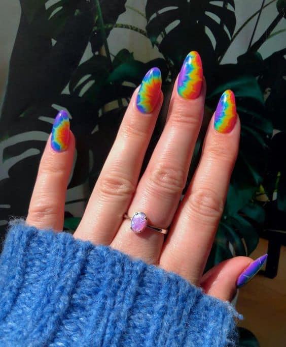 nail art colorida em unhas longas