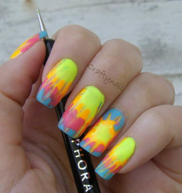unhas quadradas decoradas com cores neon