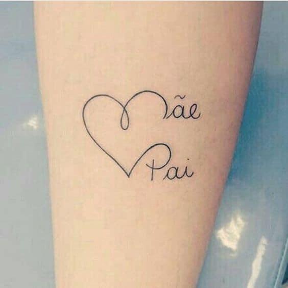 tatuagem delicada em homenagem a pai e mae