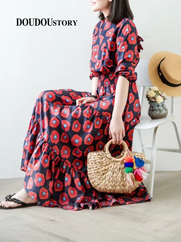 Visual elegante com pompons coloridos