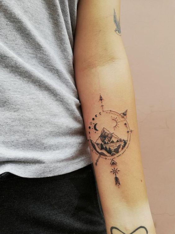 tatuagem feminina e moderna de natureza no braco