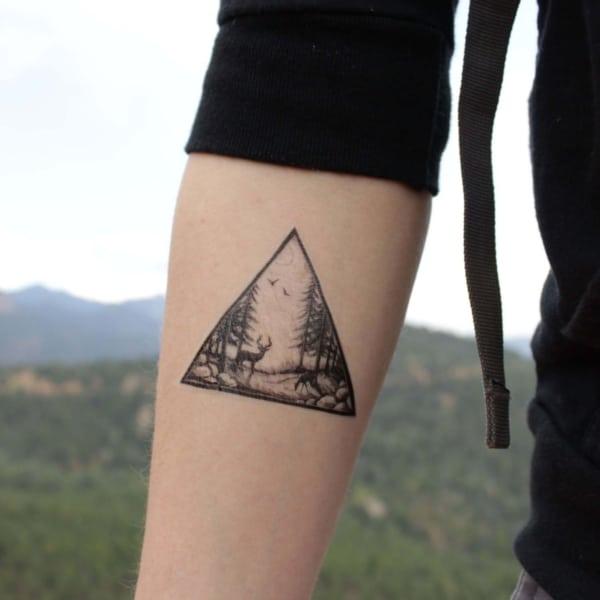 1 tatuagem triangulo com natureza
