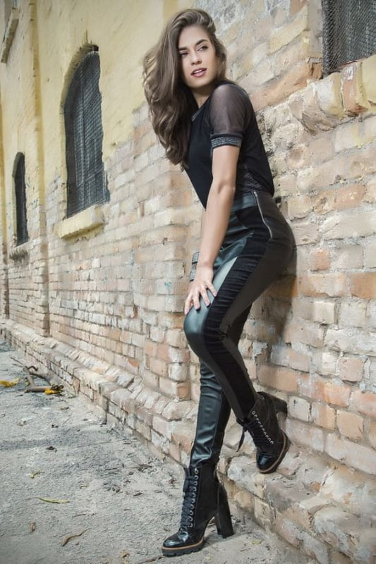como usar calca montaria de couro preto