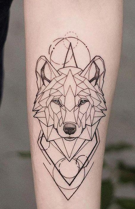 tatuagem moderna e geometrica de lobo