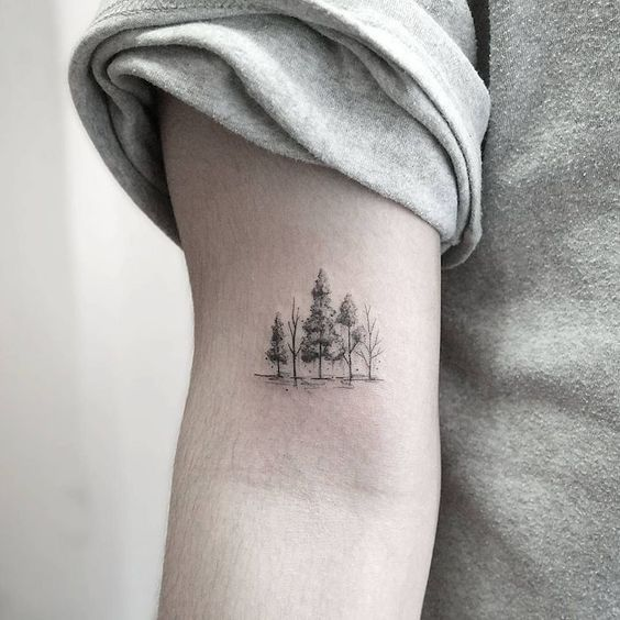 tatuagem pequena de natureza com arvores