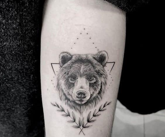 tatuagem de urso no braco