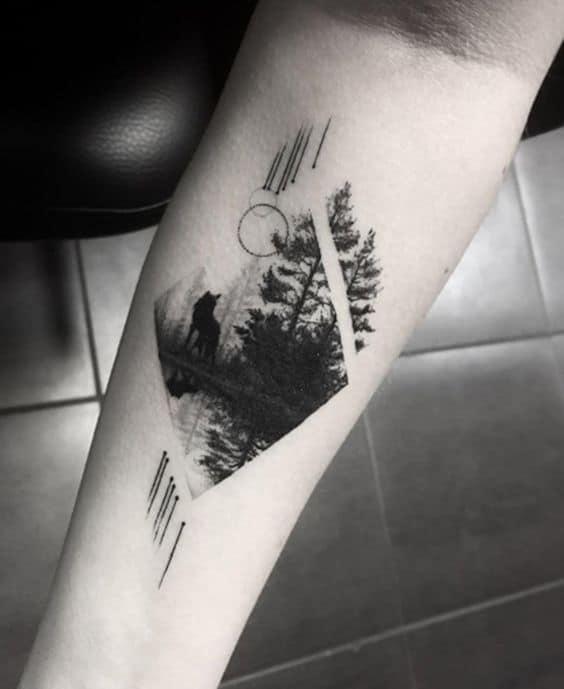 tatuagem masculina moderna de natureza com lobo