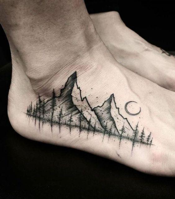 tatuagem masculina de natureza no pe