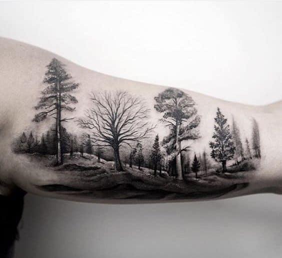 tatuagem masculina de natureza em preto e branco