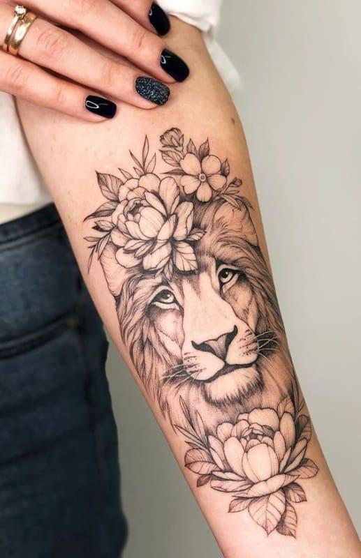 tatuagem feminina de leao