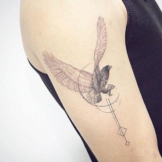 tatuagem de aguia no braco