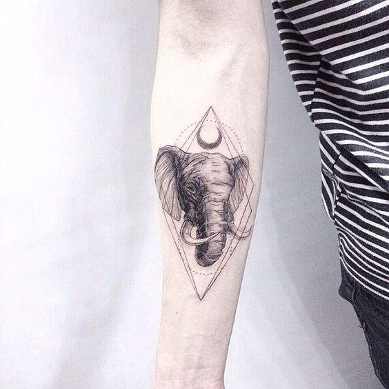tatuagem moderna de elefante no braco