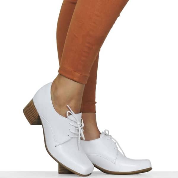 Sapatinho branco perfeito para incrementar seu estilo