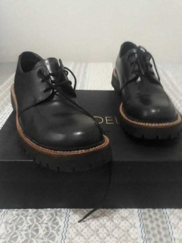 Sapato preto de couro da Ellus