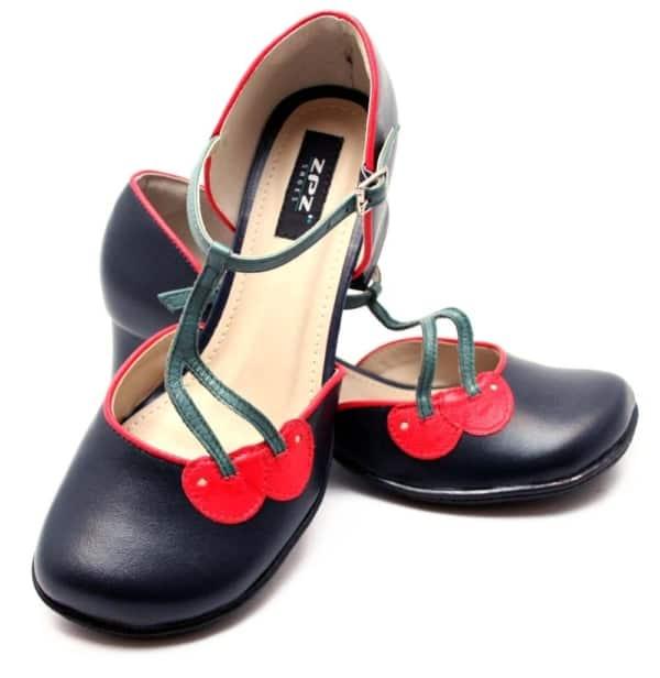 Sapato retro de boneca com cerejinhas