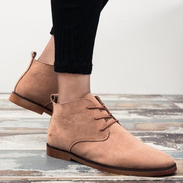 Sapatos de couro sao os mais vendidos em muitas lojas
