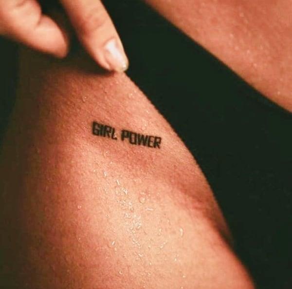 tattoo girl power pequena