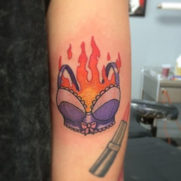 tatuagem feminista delicada