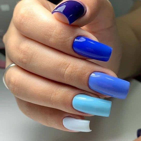 unhas degrade azul