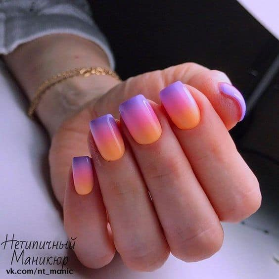 unhas decoradas em degrade colorido