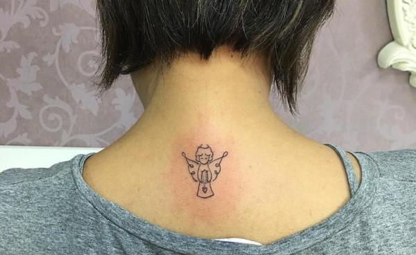 tatuagem pequena e delicada de anjo