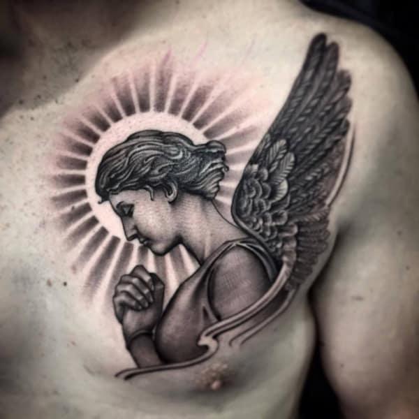 tatuagem de anjo em preto e branco