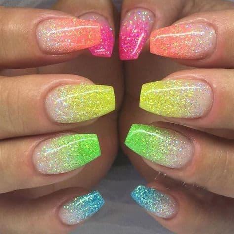 unhas coloridas com glitter neon
