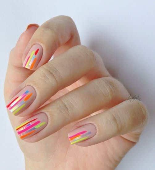 nail art moderna com esmalte neon