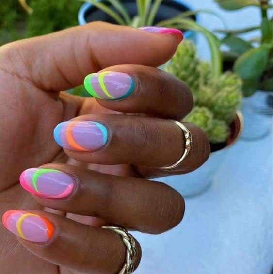 unhas coloridas com nail moderna neon