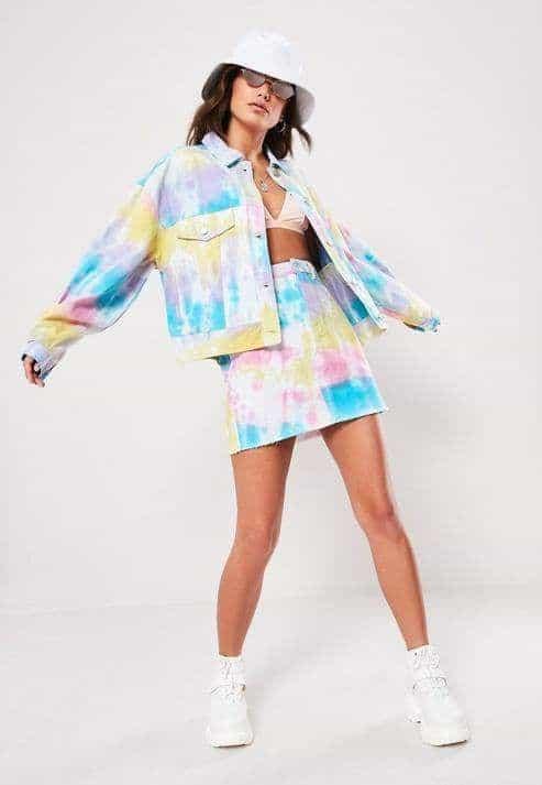 look com conjunto de saia e jaqueta tie dye