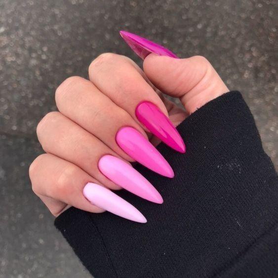 unhas coloridas cor de rosa