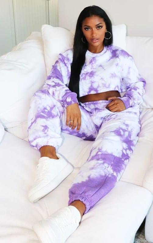 look com conjunto de moletom tie dye lilas