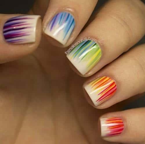 unhas coloridas e curtas com nail art