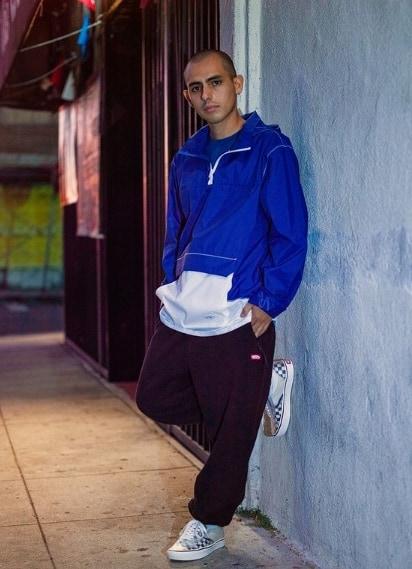 look masculino com roupas da marca Vans