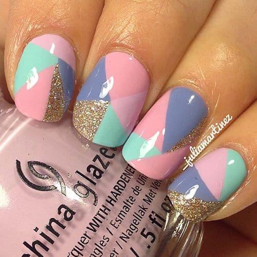 nail art geometrica com tons pasteis
