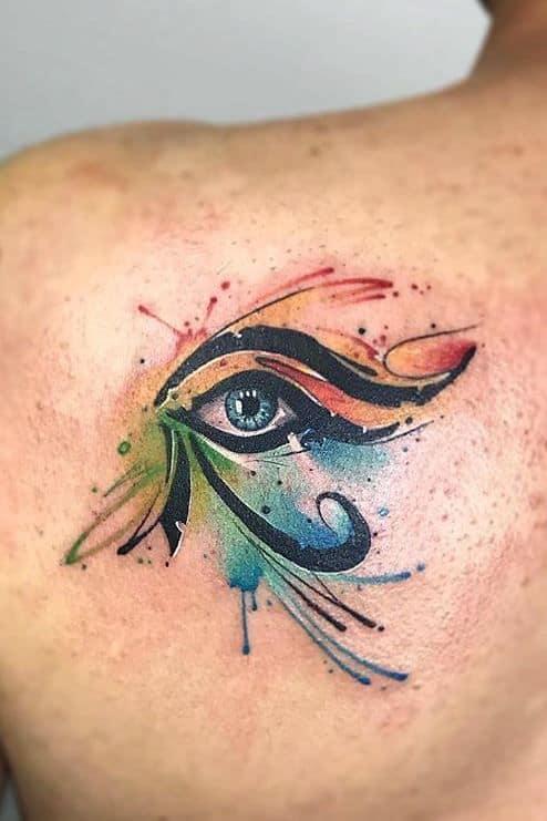 tatuagem colorida de olho de Horus