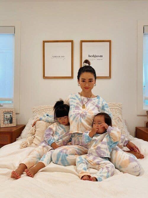 looks mae e filhas com moletom tie dye