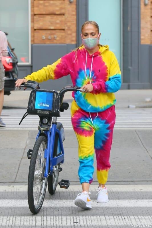 look com conjunto tie dye de cores vibrantes