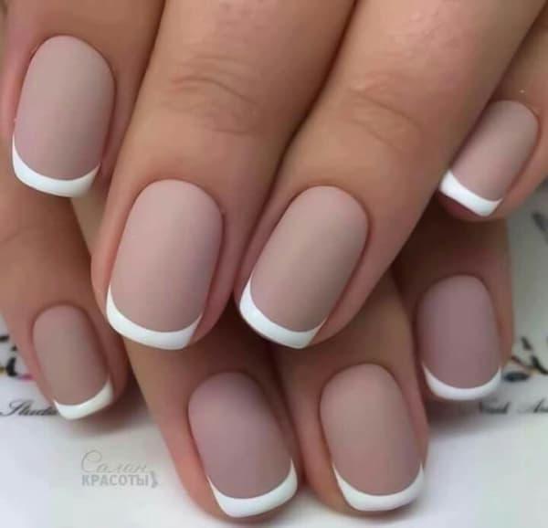 estilo de francesinha nude com branco