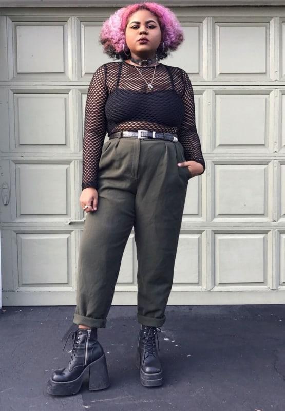 look e girl com calca de cintura alta