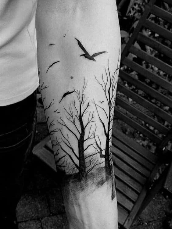 tatuagem de floresta no braco