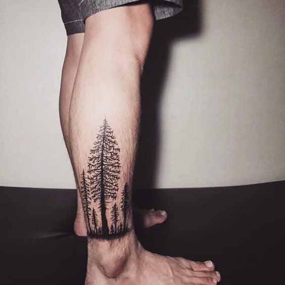 tattoo floresta negra com pinheiros