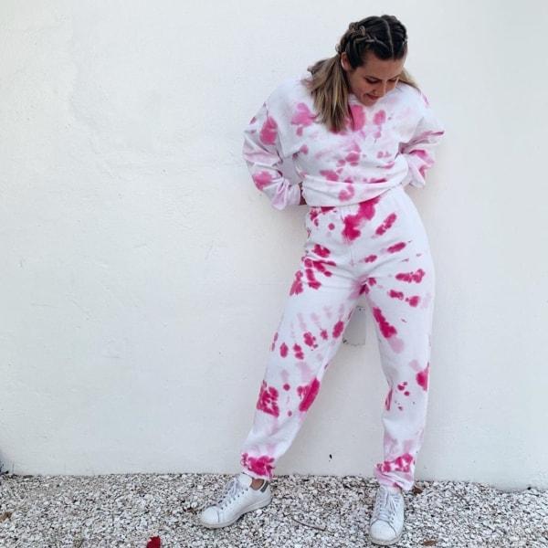 look com conjunto de moletom tie dye rosa