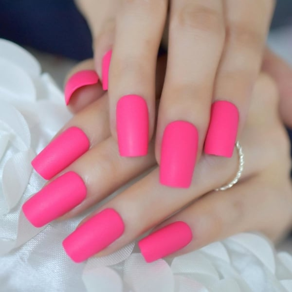 esmalte rosa chiclete nas unhas