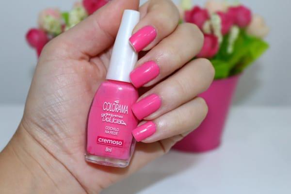 unhas decoradas com esmalte rosa chiclete