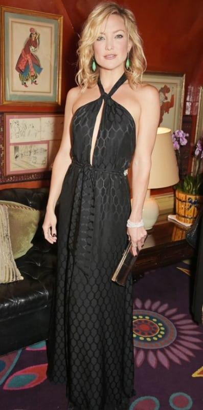 look de festa com vestido frente unica preto longo