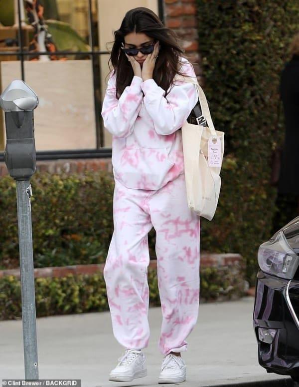 look com conjunto moletom tie dye rosa claro