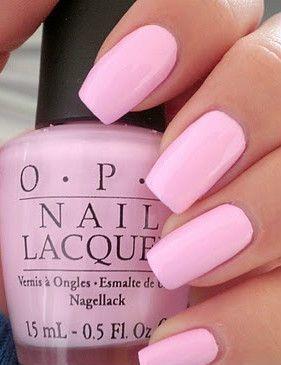 unhas pintadas com esmalte rosa bebe