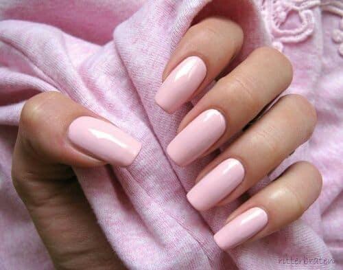 unhas quadradas e longas com esmalte rosa bebe