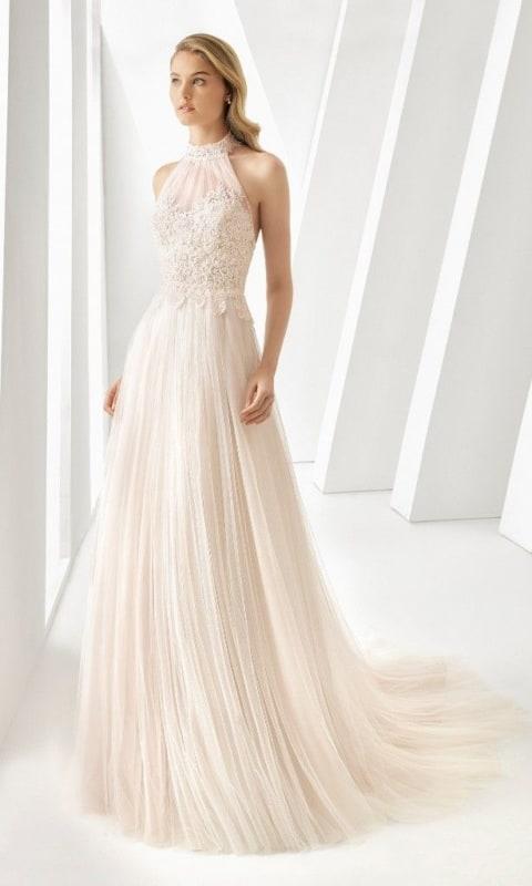 noiva com vestido frente unica e off white
